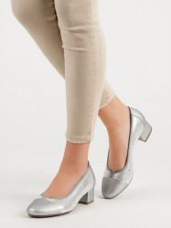 Trendy strieborné dámske  lodičky na plochom podpätku