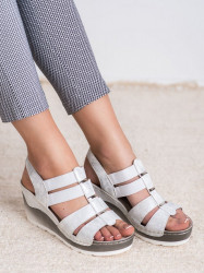 Výborné  sandále dámske