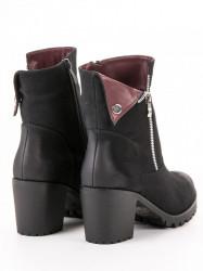 Zaujímavé  členkové topánky dámske čierne na širokom podpätku #4