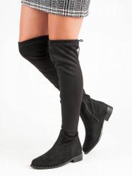 Zaujímavé dámske  čižmy čierne na plochom podpätku