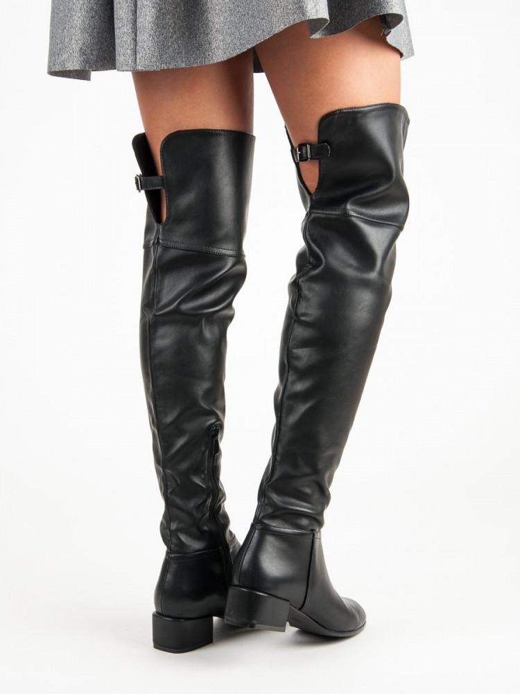 3d495ef23886 Čierne mušketýrky na nízkom podpätku - Dámske čižmy nad kolená ...