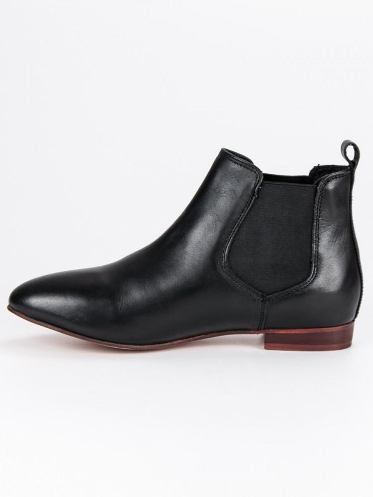 7bf0c8aa268b Dámske čierne kožené členkové topánky - Dámske topánky - Locca.sk