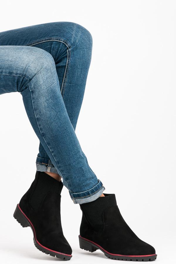4117421ecb9a Elegantné čierne nízke členkové topánky s elastickou vsadkou ...