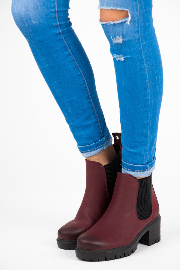 Elegantné vínové členkové topánky s elastickými vsadkami - Dámske ... 4523525bcdd