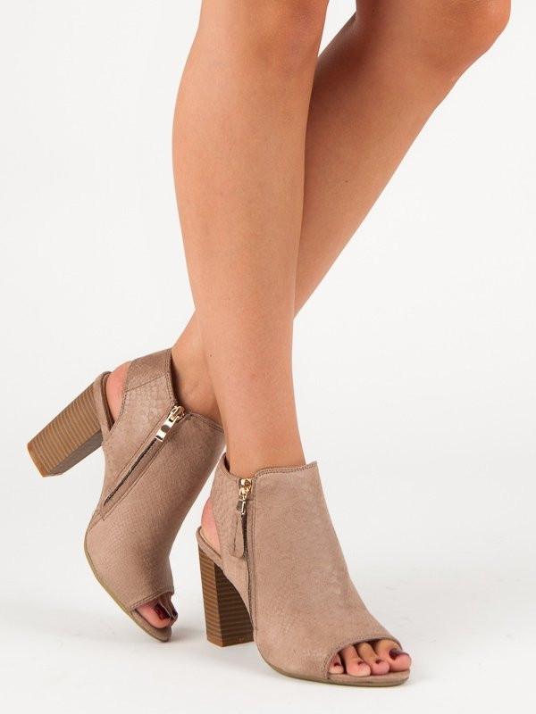 8b6c599363 Komfortné dámske hnedé sandále na širokom podpätku - Dámske sandále ...