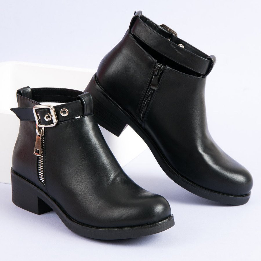 d4878df115 Moderné čierne členkové topánky s prackou a ozdobným zipsom - Dámske ...