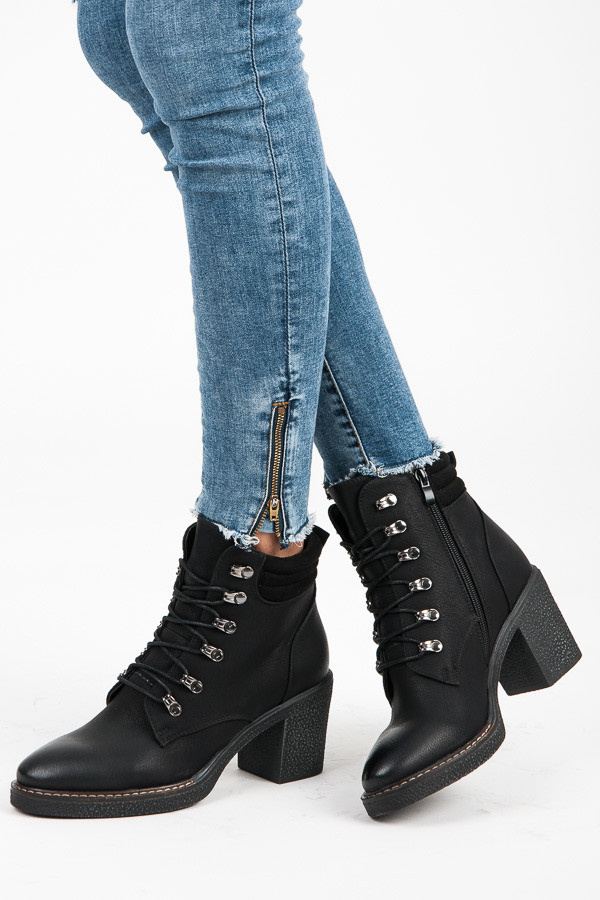 032238432e Módne šnurovacie čierne členkové topánky na podpätku - Dámske ...