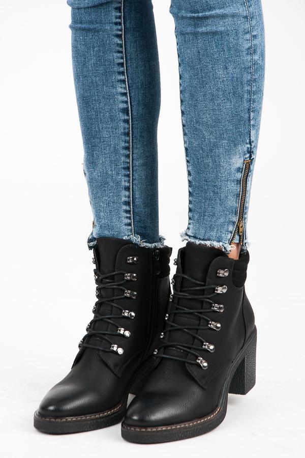 8379cf682 Módne šnurovacie čierne členkové topánky na podpätku - Dámske ...