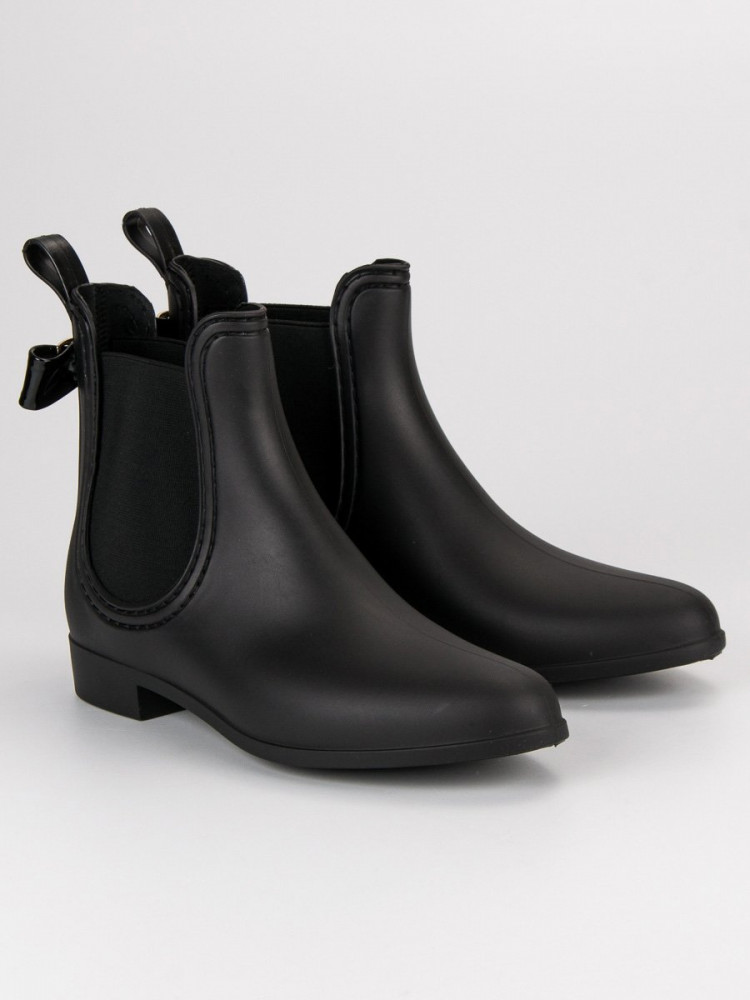 Nízke čierne čižmy s bočnými pružnými vsadkami - Dámske gumáky ... 4f2f359f98d