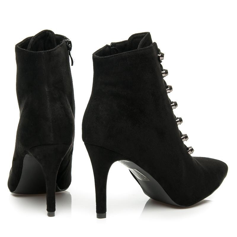 b041771cc682 Pohodlné čierne členkové topánky na ihličkovom podpätku s efektným viazaním   5