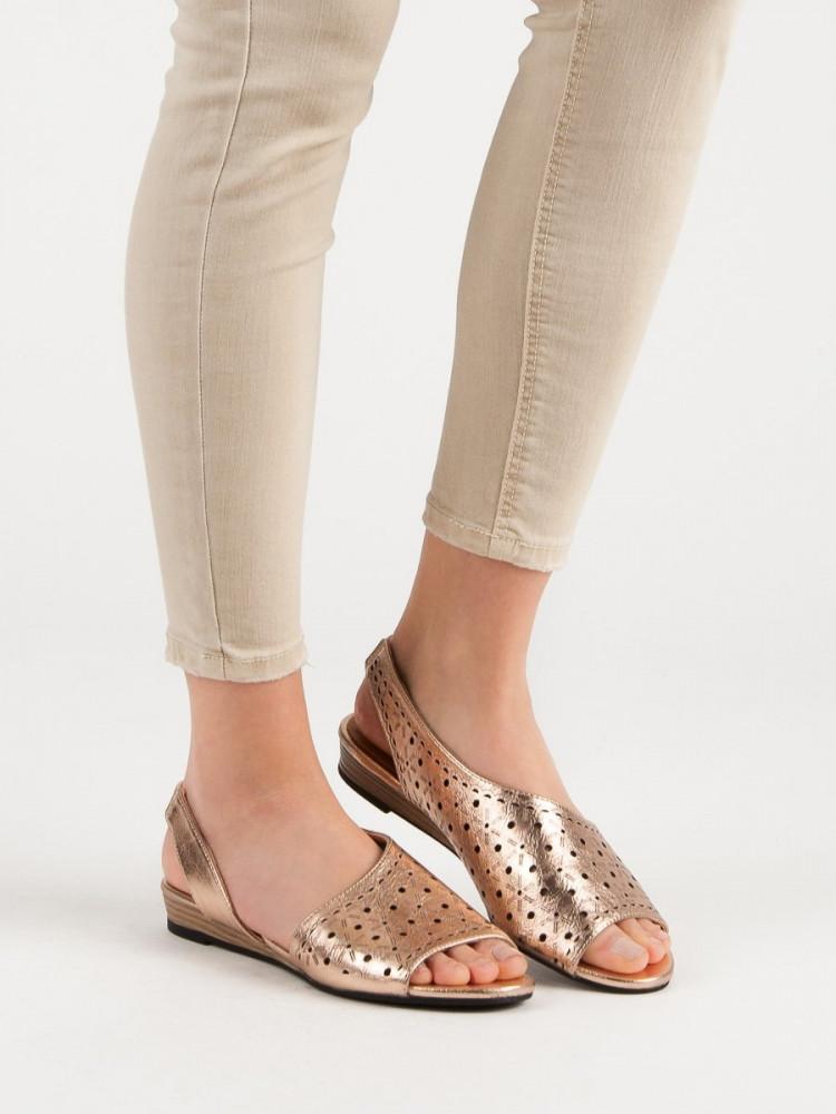 Pohodlné dámske zlaté  sandále bez podpätku