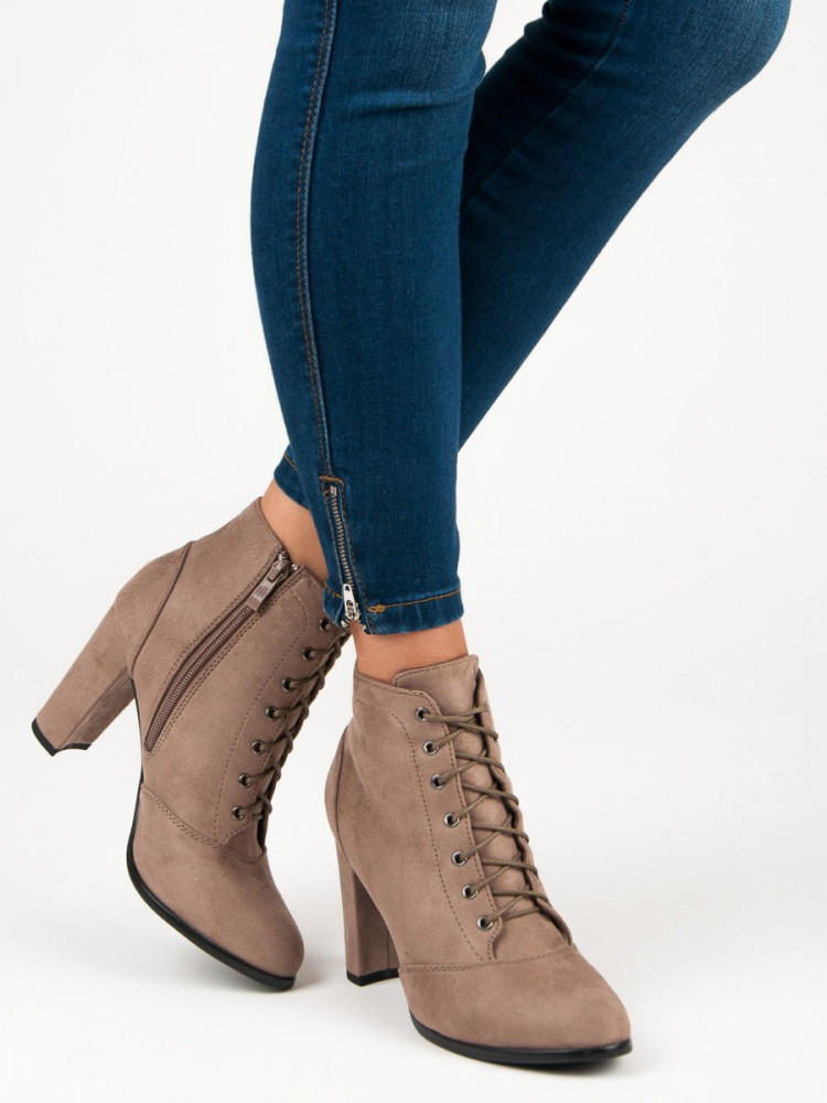 22cfd19264d7 Šnurovacie béžové členkové topánky na podpätku - Dámske topánky ...