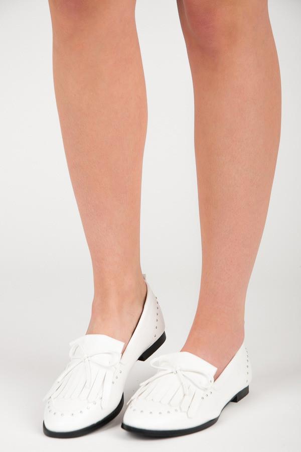 0da6e5274f30 Trendy biele mokasíny s kamienkami a strapcami - Dámske mokasíny ...