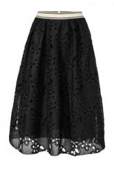 Čierna krajková sukňa
