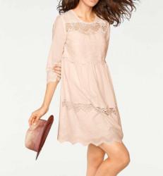 Púdrové čipkované šaty