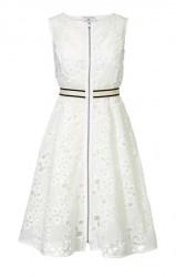 Šaty s vyšívanou čipkou biele