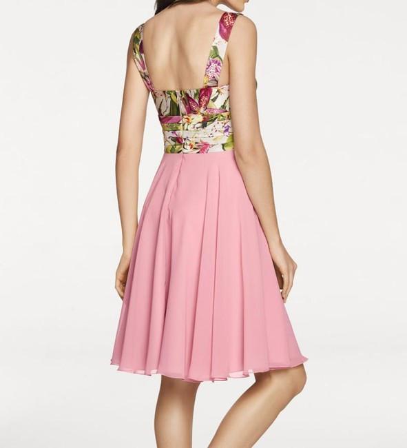7b7685973f8a Saténové šaty s kvetinovým vzorom - Spoločenské